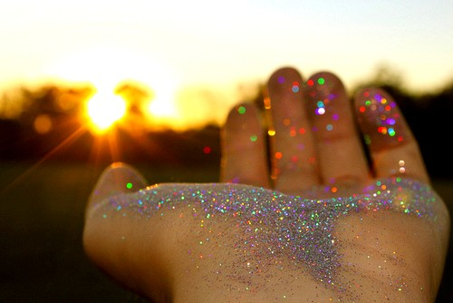 colours-dreams-glitter-hand-sparkle-Favim.com-194345